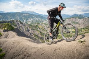 "Cycle Volta Calls Reign E+ Pro ""Trail-Crushing Long-Travel Fun"""