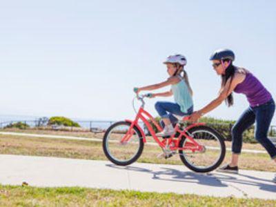 9 Tips for Teaching Anxious Kids to Bike