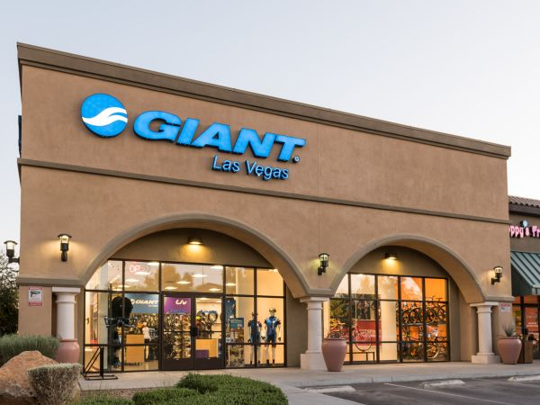 Local Cycling Community Welcomes New Giant Las Vegas Store