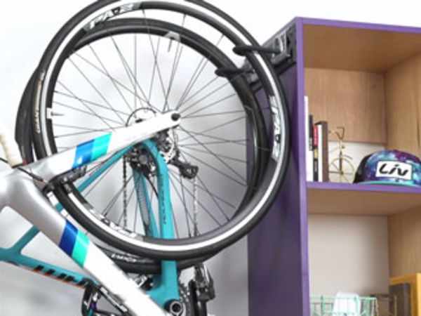 여러대의 자전거와 용품 보관 장소를 반드는 방법