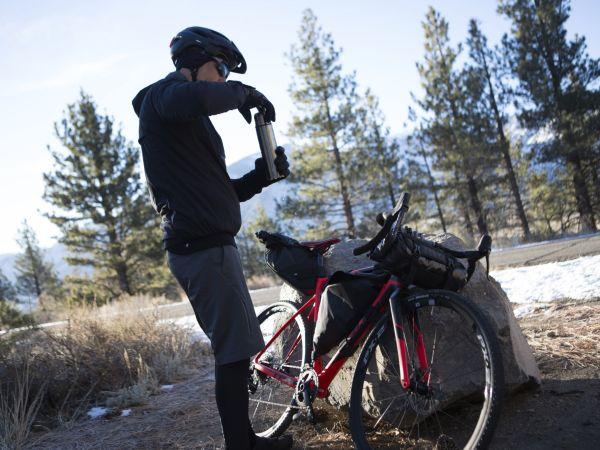 Torby i sakwy rowerowe – na co zwrócić uwagę przy zakupie?