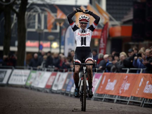 Lucinda Brand Wins Dutch National Cyclocross Championships!