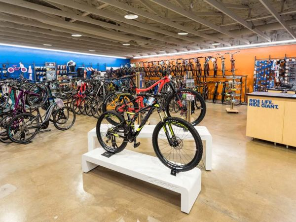 Golden Spoke Bicycles Celebrates Grand Reopening As Giant's Latest Par...