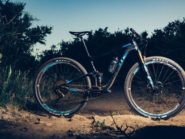 "Canadian Cycling: Anthem Advanced Pro 29 is a ""Race-Ready Rocket!"""