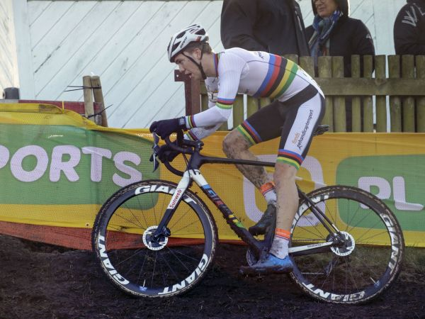 Video: U23 Cyclocross World Champion Joris Nieuwenhuis