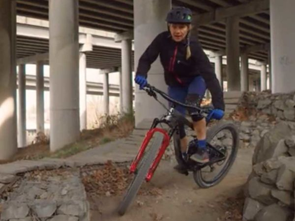 Tipps für's Kurvenfahren: Wie du Spitzkehren mit dem Mountainbike fährst