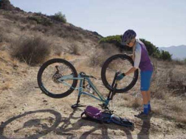 트레일 위에서 발생한 상황에 대처하는 자전거 정비 가이드