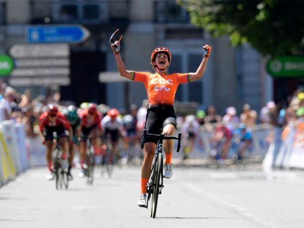 Marianne Vos Storms to Victory at L...
