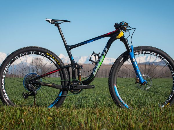 Bike Check: Leo Páez's Custom Anthem Advanced Pro 29