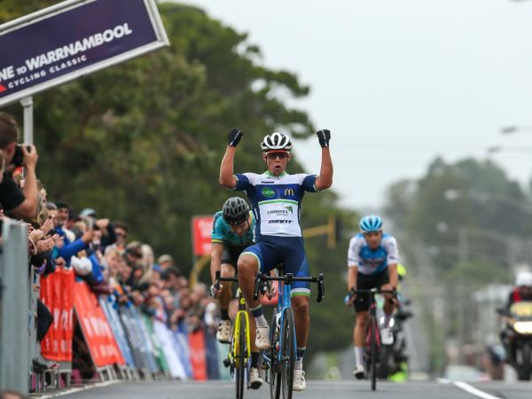 Brendan Johnston wins the 2020 Melb...
