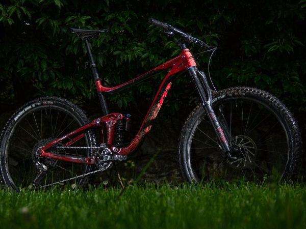 "Bike Mag Praises ""Trail-Smashing"" Reign SX 29!"