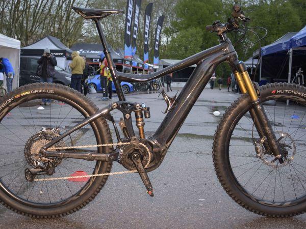 Championnat de France VTTAE XCO – un TRANCE E+0 dans la course.