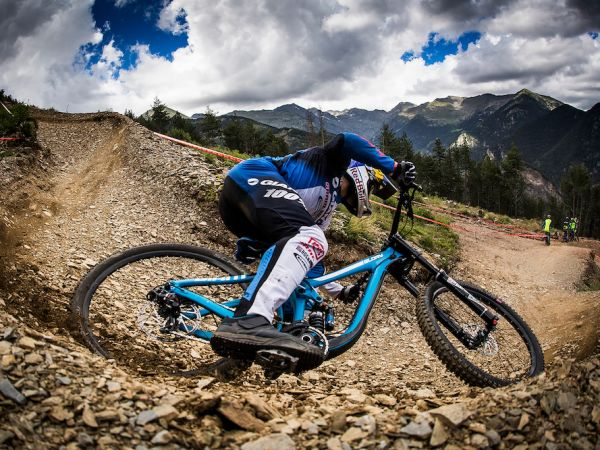 Giant Unveils All-New DH and Trail Riding Footwear!