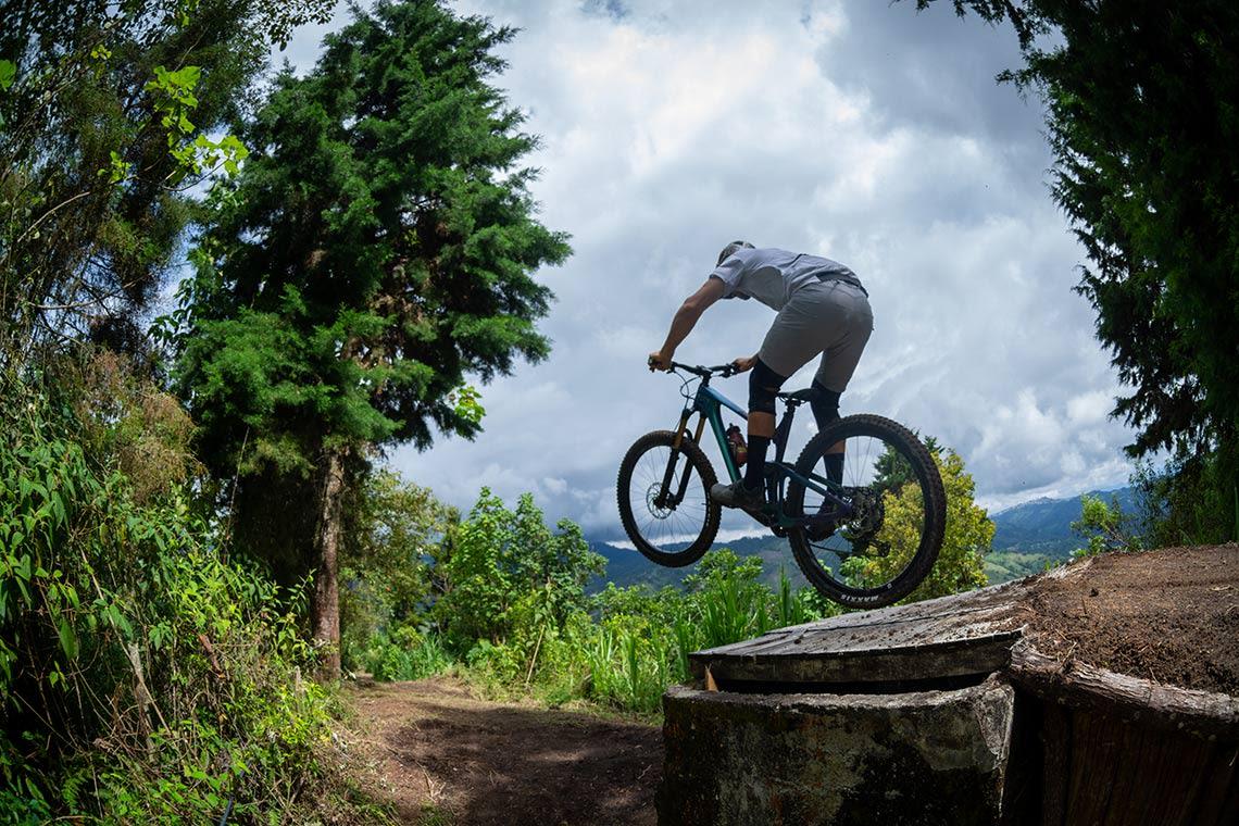 Marcelo Gutierrez jumping
