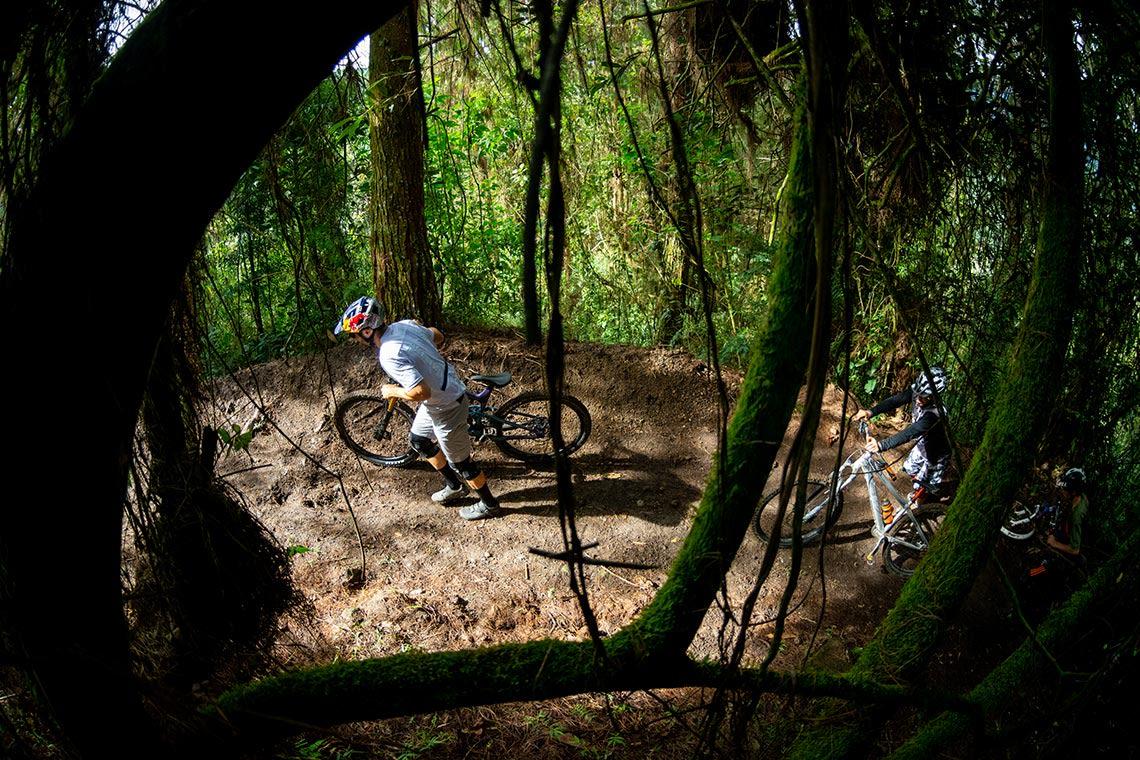 Trail in Neira