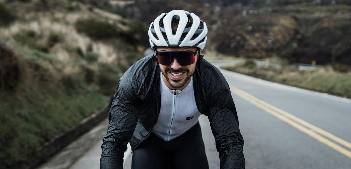 Giant ambassador Marcelo Gutierrez climbing El Crucero in Colombia